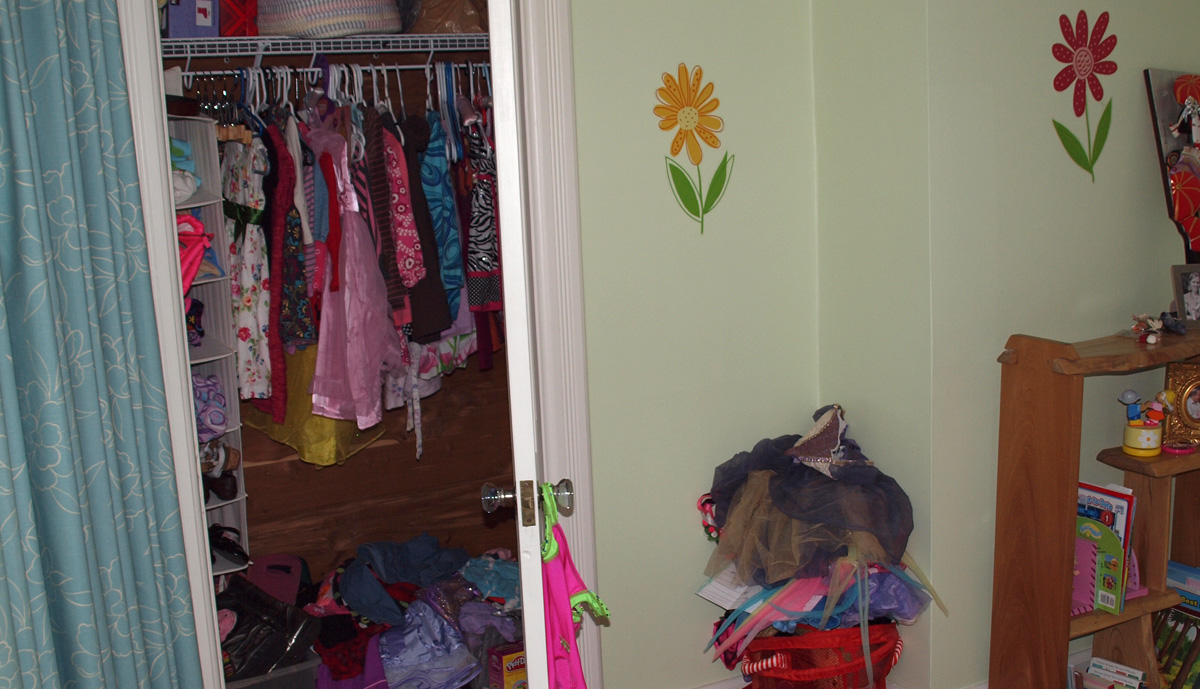 Girls Closet - Before